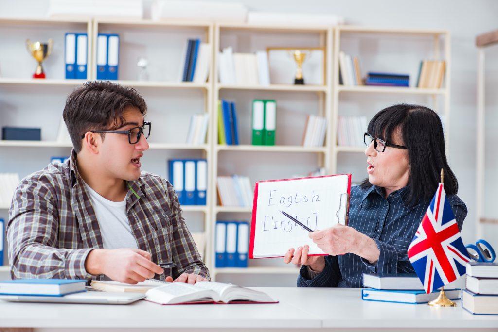 učenie angličtiny - učiteľ a študent